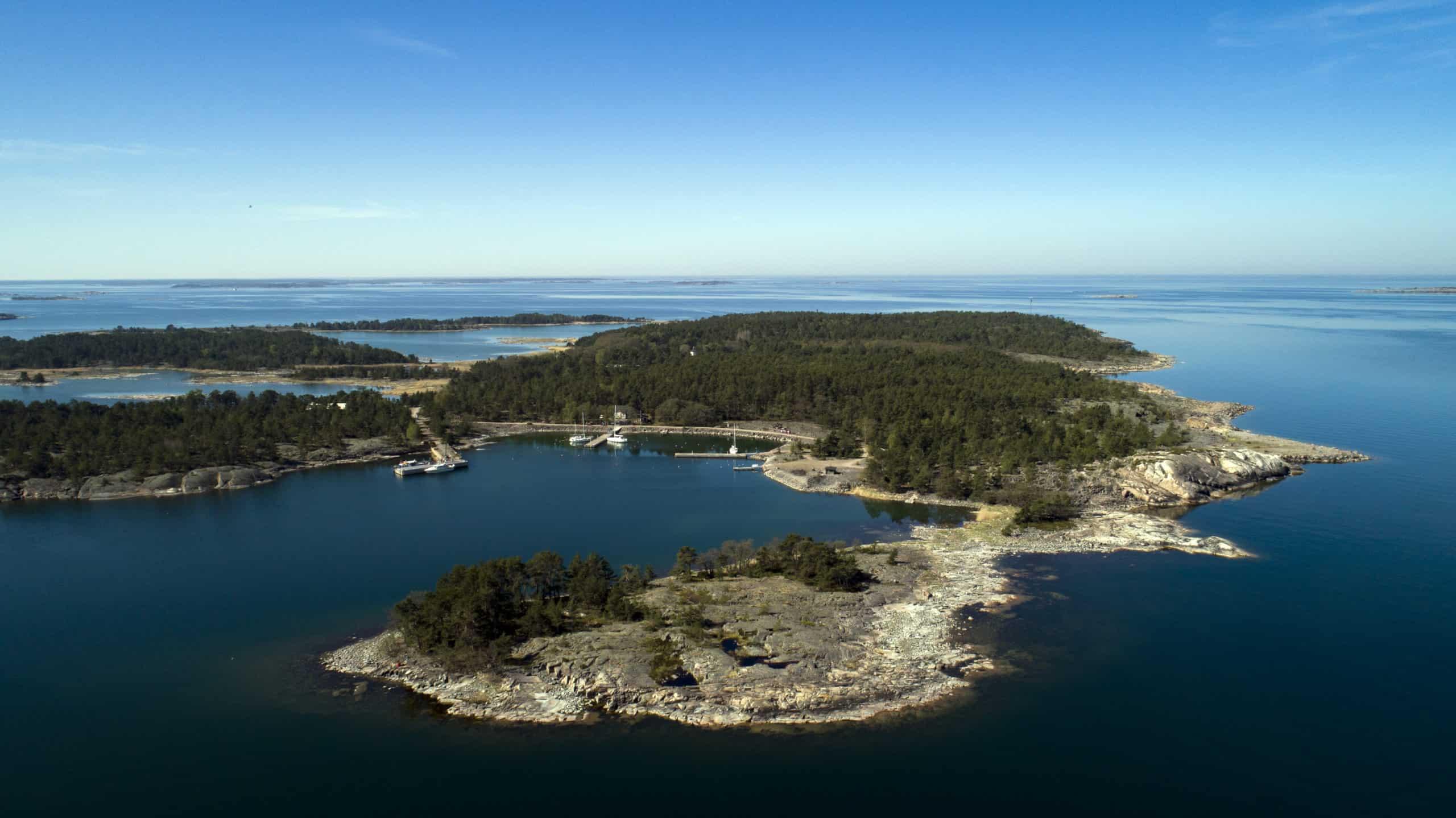 Ilmakuva saaristosta.