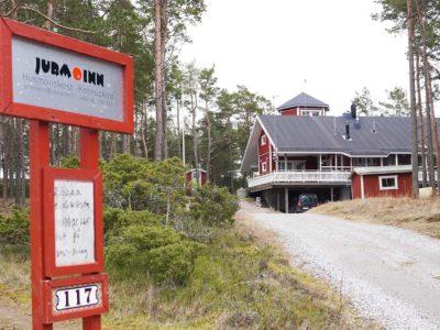 Kuvassa Jurmo Innin päärakennus.