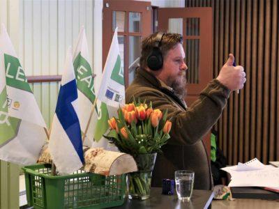 Kuva webinaarin juontaja Lauri Hyttisestä.
