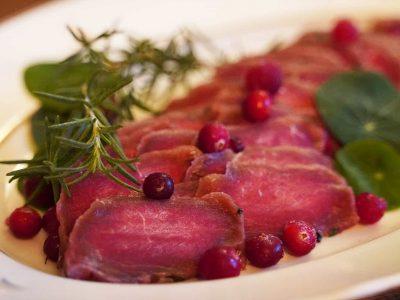 Varsinais-Suomen paras jouluruokaresepti on valittu: Tänä vuonna joulupöydän kruunaa peurariimi!